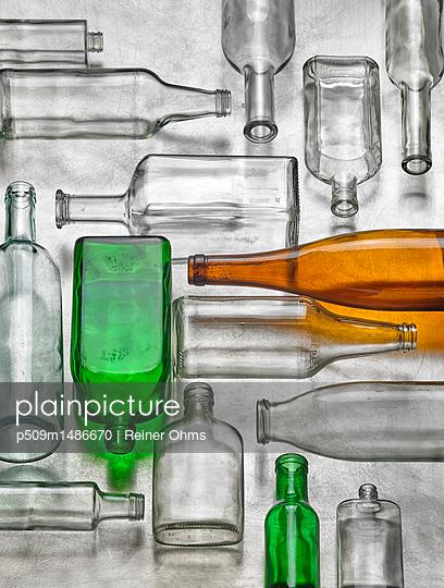 Altglas - p509m1486670 von Reiner Ohms