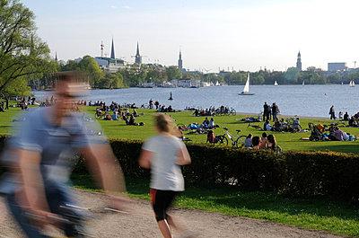 Alster; Hamburg - p067m661557 von Thomas Grimm