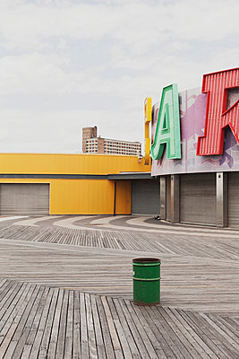 Coney Island Boardwalk - p1340m1442032 von Christoph Lodewick