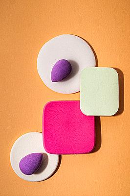Make-up sponges - p971m2222636 by Reilika Landen