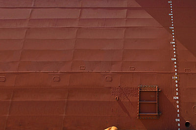Water marks on side of barge - p42916985 by Charlie Fawell