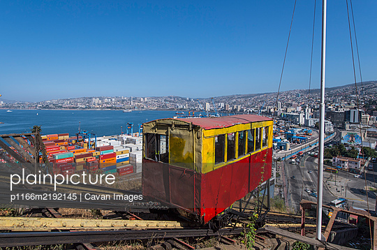 Funicular on mountainside, Valparaiso, Chile - p1166m2192145 by Cavan Images