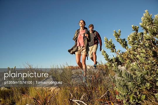 Paar auf einer Bergtour - p1355m1574100 von Tomasrodriguez