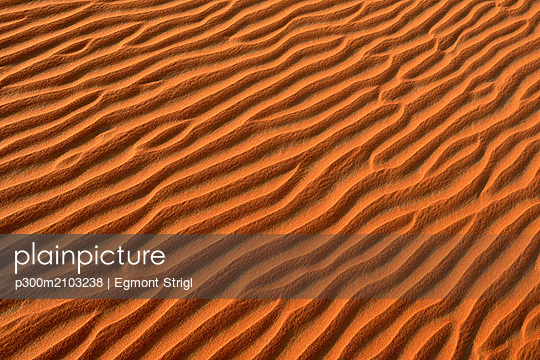 United Arab Emirates, Rub' al Khali, desert sand and ripple marks - p300m2103238 by Egmont Strigl
