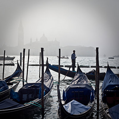 Gondolas parking in Venice - p1513m2043993 by ESTELLE FENECH
