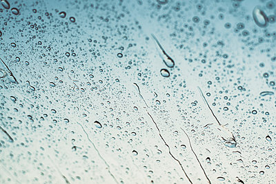 Raindrops on window - p300m2023430 by Aitor Carrera Porté