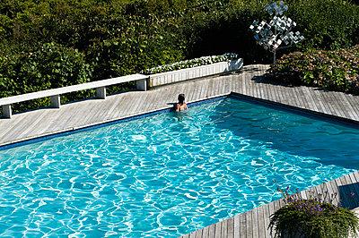 pool, swimming, summer, - p694m811000 by Alysia Macaulay