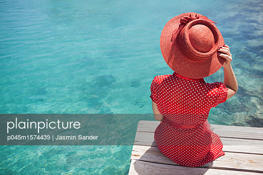 p045m1574439 by Jasmin Sander