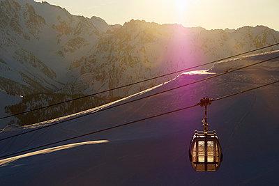 Ski lift - p429m859843 by Ross Woodhall
