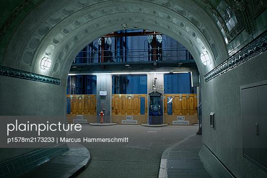 Deutschland, Hamburg, St. Pauli, Elbtunnel - p1578m2173233 von Marcus Hammerschmitt