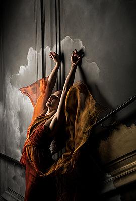 Dance theater - p1139m2027766 by Julien Benhamou