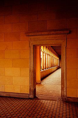 Tür zur Säulenhalle - p3300331 von Harald Braun