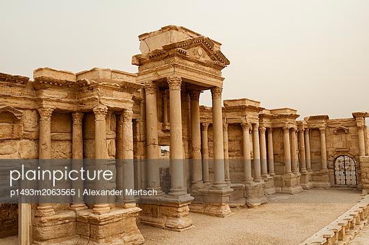 Ruinen des Theaters der Oasenstadt und UNESCO-Weltkulturerbe Palmyra/Tadmor nahe Damaskus, Syrien - p1493m2063565 von Alexander Mertsch