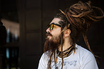 portrait of a hipster guy with glasses and with dreadlocks and a - p1166m2279470 by Cavan Images