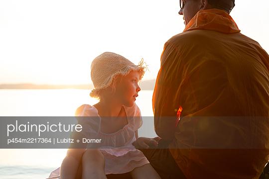 Nähe und Frieden - p454m2217364 von Lubitz + Dorner
