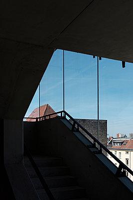 Treppenhaus mit Ausblick - p1340m1588865 von Christoph Lodewick
