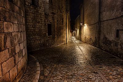 Spain, Girona, Pujada del Rei Marti at night - p300m1228438 by Artur Bogacki