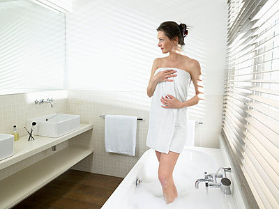 Woman getting out of the bathtub - p4295580 by Ghislain & Marie David de Lossy