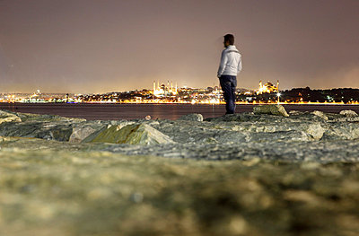 Man in Istanbul - p9320013 by Jens Kuesters
