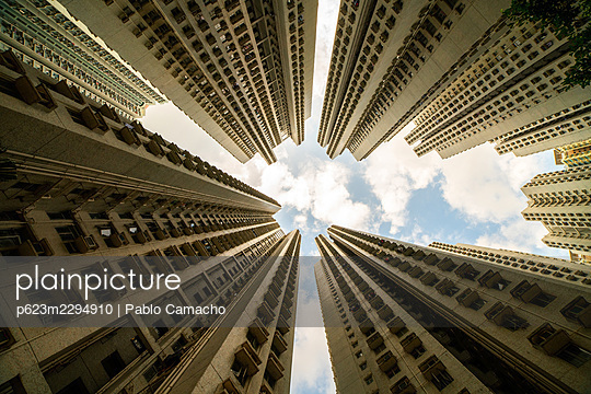 Exterior view of residential buildings in Hong Kong - p623m2294910 by Pablo Camacho