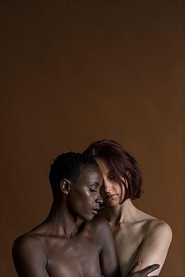 Lesbisches Paar - p427m1465442 von Ralf Mohr