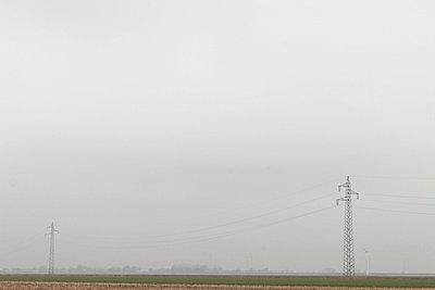 Landschaft mit Strommast - p1650321 von Andrea Schoenrock