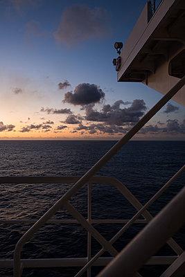 Sonnenaufgang - p930m2148393 von Ignatio Bravo