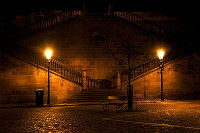 Treppen und Straßenlaternen in Prag - p972m1160340 von Mattias Edwall