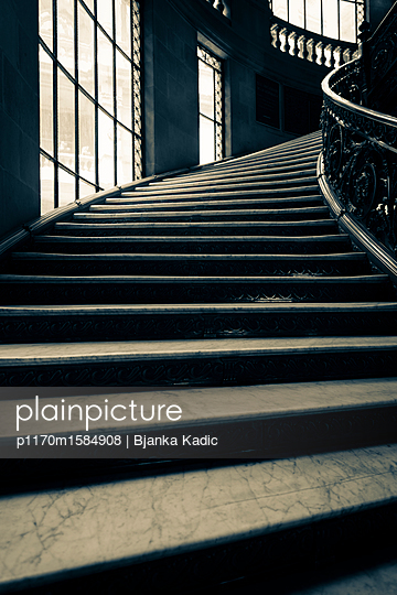 Treppenaufgang - p1170m1584908 von Bjanka Kadic