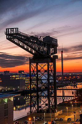 The Finnieston  Giant Cantliever Crane in Glasgow on the River Clyde, Glasgow, Scotland, United Kingdom, Europe - p871m1584070 by George Robertson