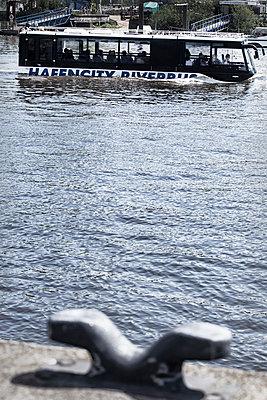 Wasserbus, Hamburg - p1222m1362297 von Jérome Gerull
