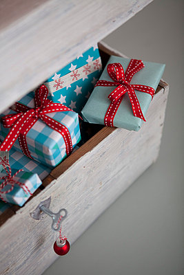 Presents - p454m668299 by Lubitz + Dorner