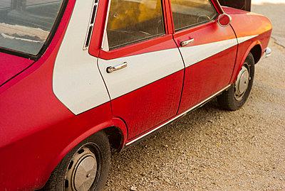 Altes Auto - p567m1515825 von Alexis Bastin