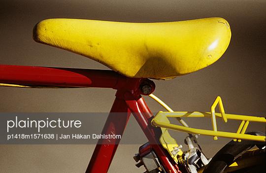 Gelber Fahrradsattel - p1418m1571638 von Jan Håkan Dahlström