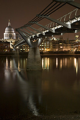 Thames - p6220028 by Keith Hern