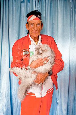 Man with persian cat - p978m658400 by Petra Herbert