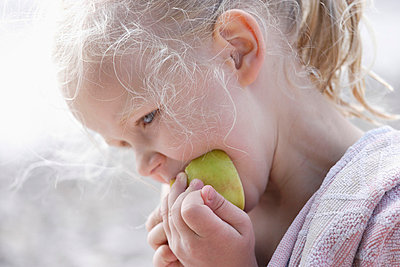 Girl eating apple - p300m700728f by Tom Chance