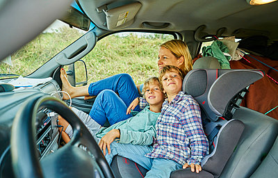 Family on road trip relaxing in campervan, Bonito, Mato Grosso do Sul, Brazil, South America - p429m1519616 by Stephen Lux
