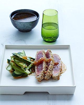 Sesame crusted tuna - p429m954403f by BRETT STEVENS