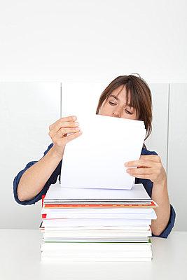 Woman working - p4541013 by Lubitz + Dorner