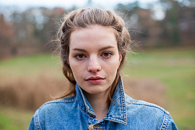 Portrait of young woman in a park - p975m2229427 by Hayden Verry