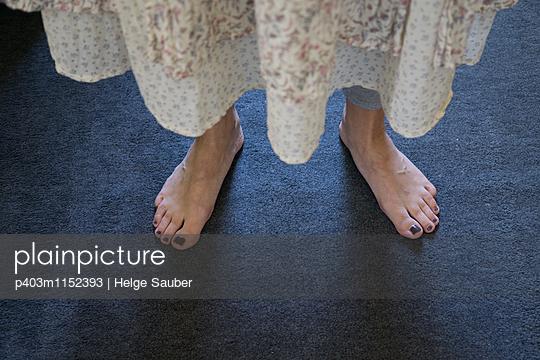 Barfuß - p403m1152393 von Helge Sauber
