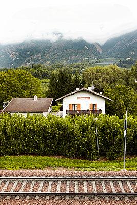 Haus an der Bahn - p415m1057742 von Tanja Luther