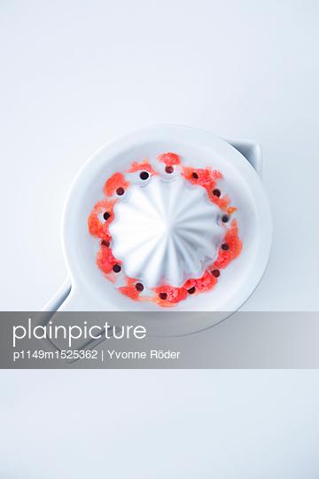 Grapefruitsaft pressen - p1149m1525362 von Yvonne Röder