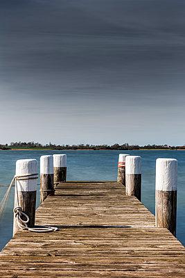 Bootssteg aus Holz - p248m1025420 von BY