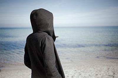 Frau am Meer - p1076m1122683 von TOBSN