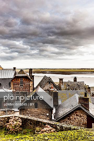Altstadt von Mont Saint Michel - p248m1515245 von BY