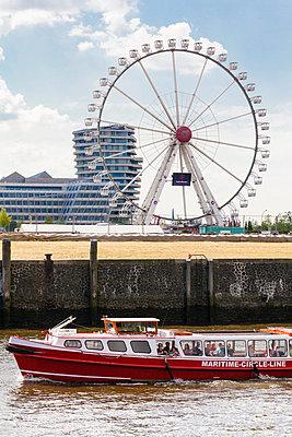 Hafenrundfahrt - p488m917554 von Bias