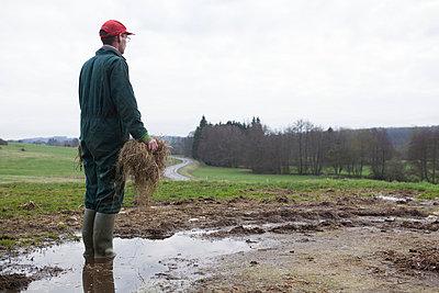 Landwirt - p1058m831594 von Fanny Legros