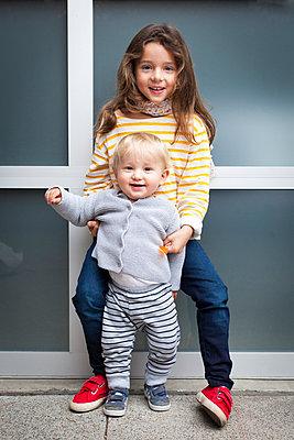 Siblings - p756m1042749 by Bénédicte Lassalle